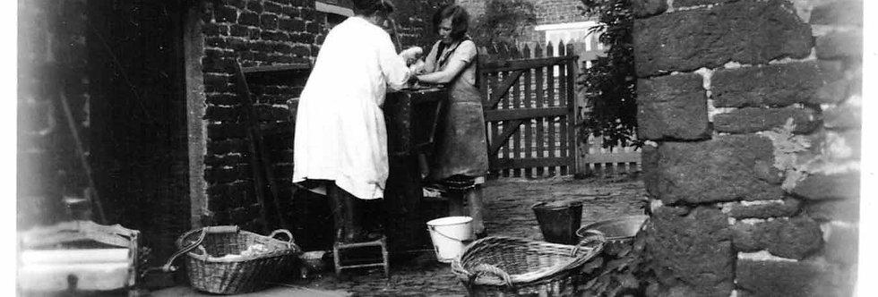 Laundry Ladies / Granny Walker around 1930s