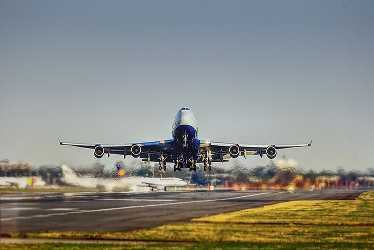 airplane-2745898_1920.jpg
