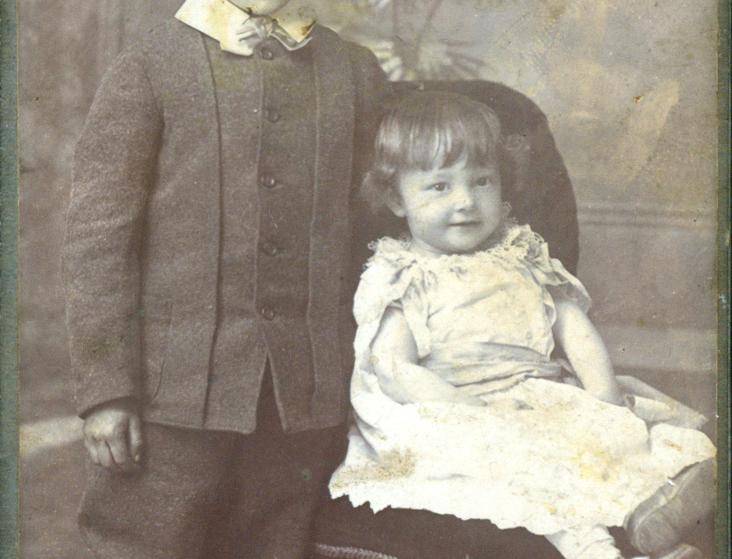 Carte De Visite of two children, 1886 to 1897