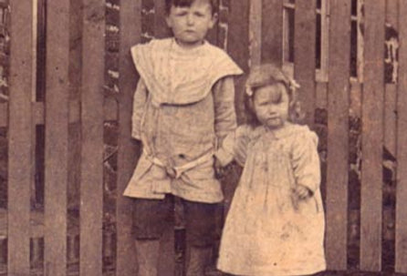 Eric and Winifred Walker, 1908 - close up of IB043