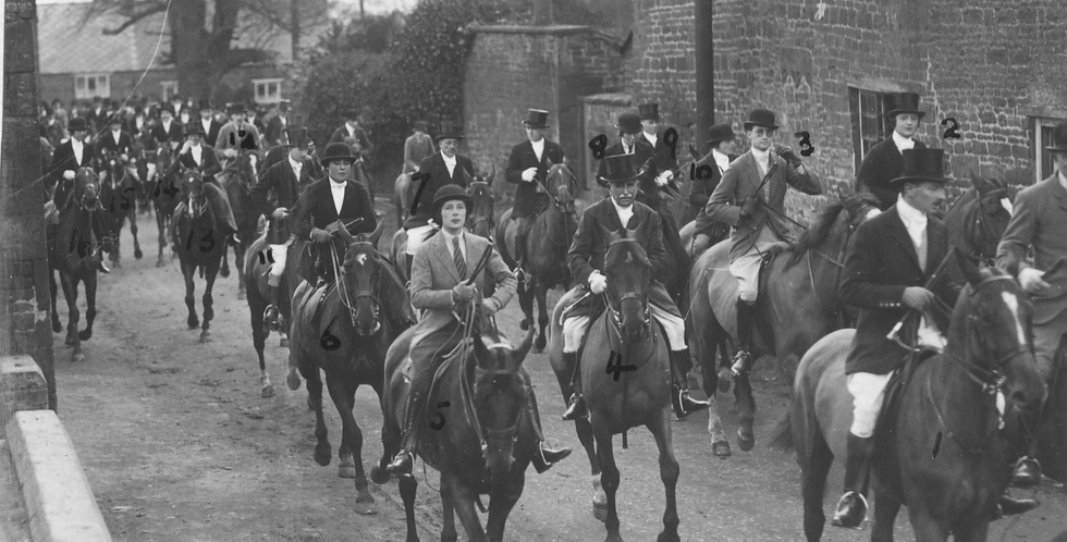 Bicester Hunt in School Lane, March 1931