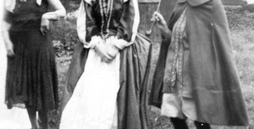Hope Walker as Queen Elizabeth 1, 1953