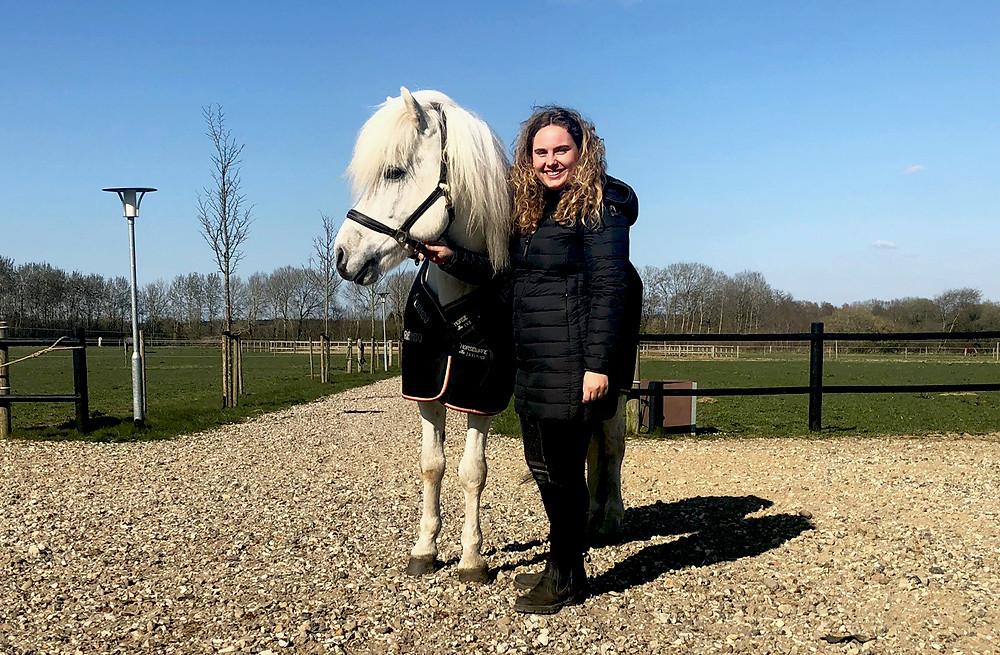 Ida Emilie Kaasgaard med islandsk hest