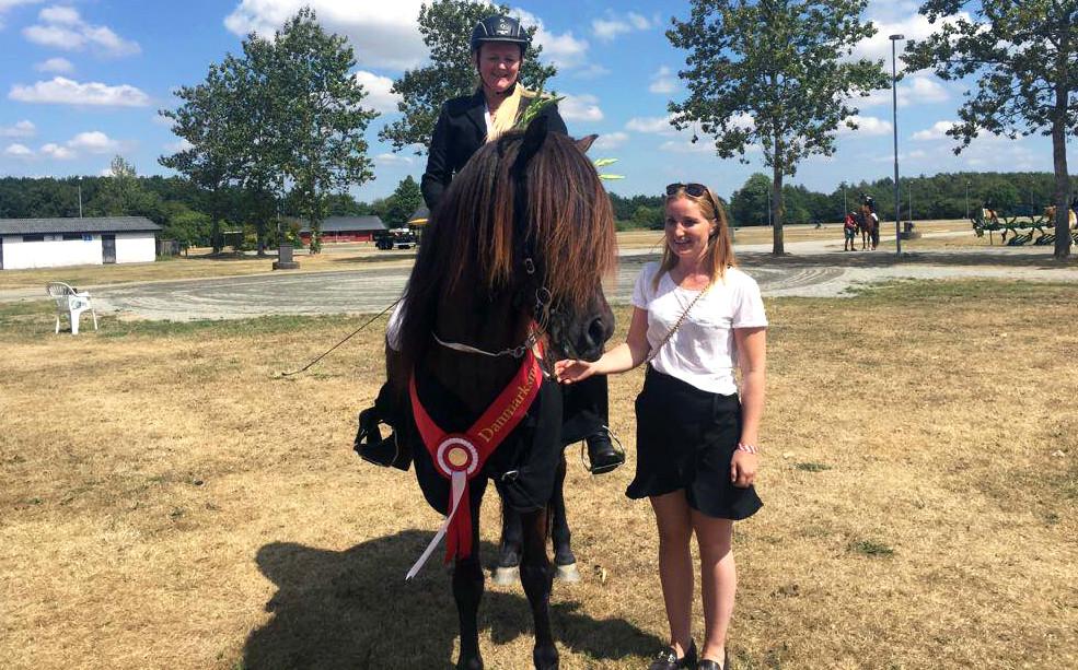 Julie Christiansen til DM for islandske heste