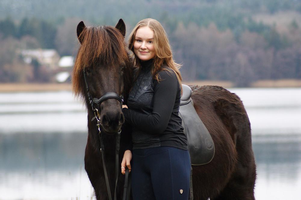 Pernille Borre med islandsk hest