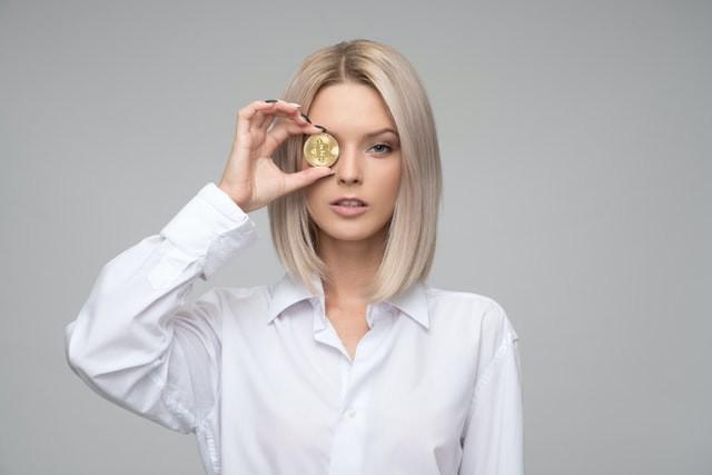 Femme avec monnaie
