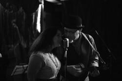 Melina & Eddie sign a'la ukulele