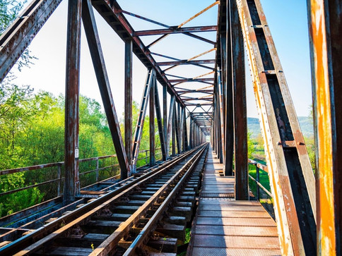 What Are the Benefits of Steel in Railroad Construction?