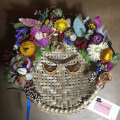 Decoraçao com flores e sementes secos cabeça de Frida Kalho
