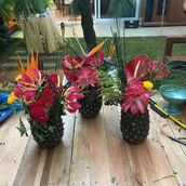 Arranjos abacaxi para festa Hawaii
