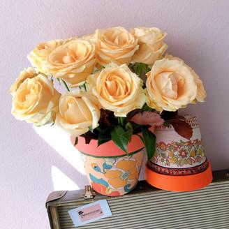 Arranjos G (esq) e M (dir) com estampa Floral laranja