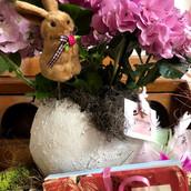 Arranjo com hortensia rosa, cachepot ovo