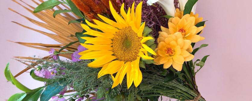 Arranjo grande com flores frescas e secas