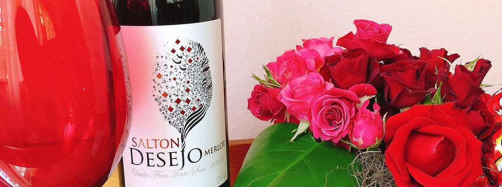 Cesta de rosas e vinho fino tinto Salton Desejo
