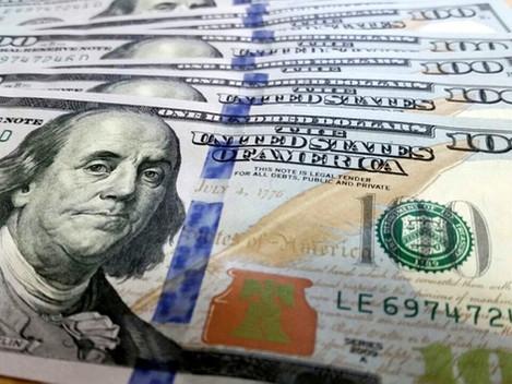 Dólar termina a primeira semana do ano em queda sobre o real