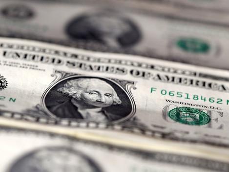 Dólar fecha em queda após 4 altas