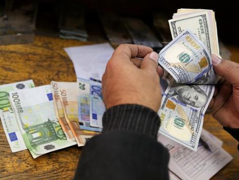 Dólar sobe e fecha a R$ 3,30 em dia de agenda esvaziada