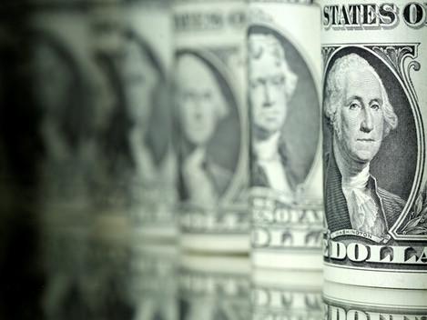 Dólar tem maior salto em quase 7 meses e vai a R$ 3,28 com temor sobre Previdência