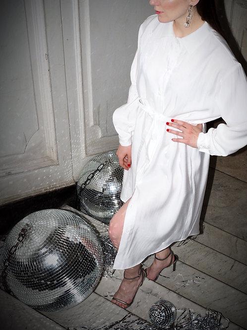 Платье-рубашка белое с блеском