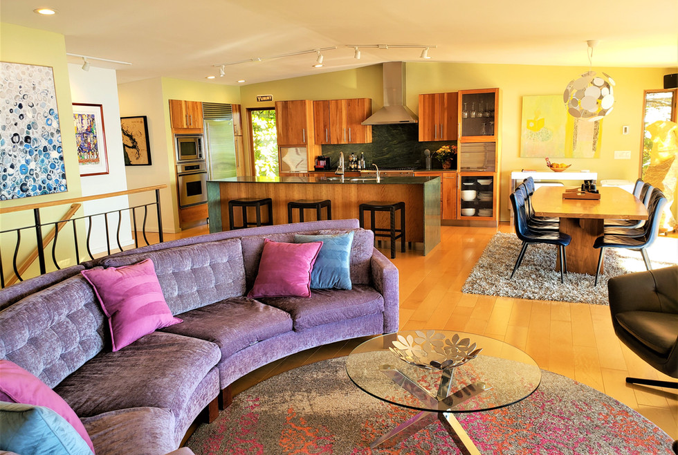 03 GR - Couch and kitchen - 2020-11-4.jpg
