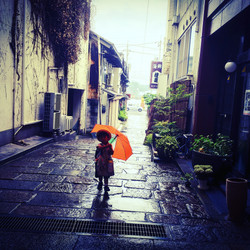 kids in the rain, onomichi