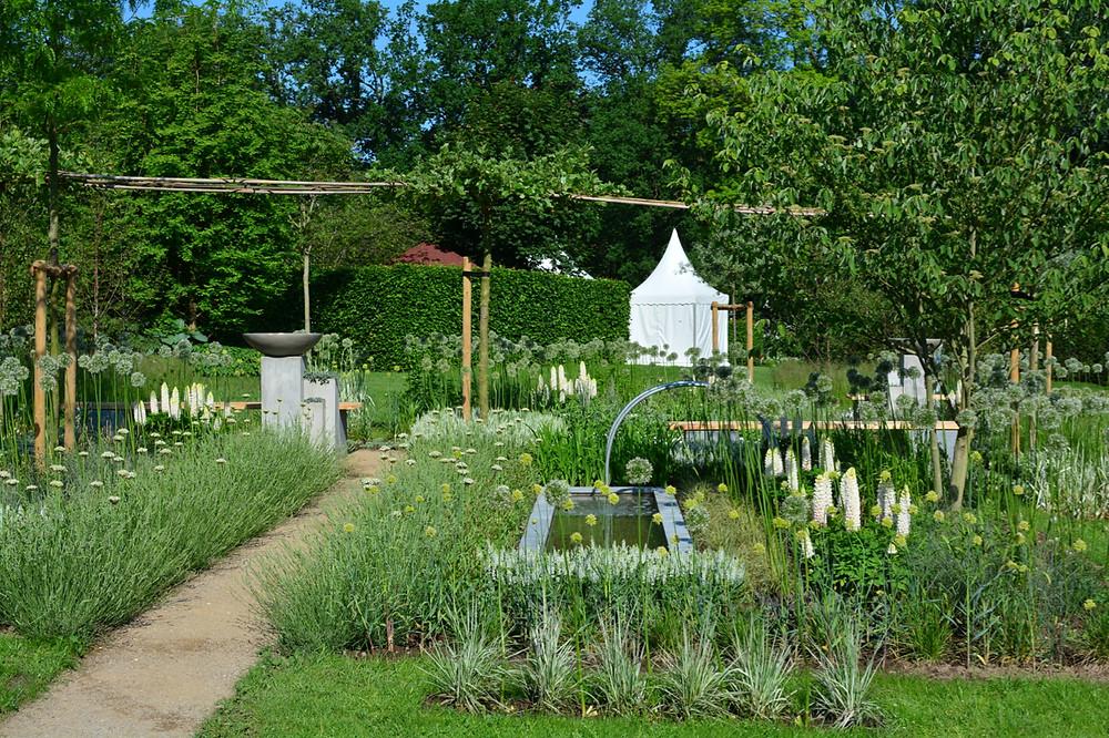 Blick in den Gräser-Garten von Fenna Graf auf Gut Stockseehof
