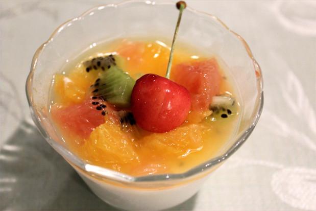 ブランマンジュのフルーツ添え