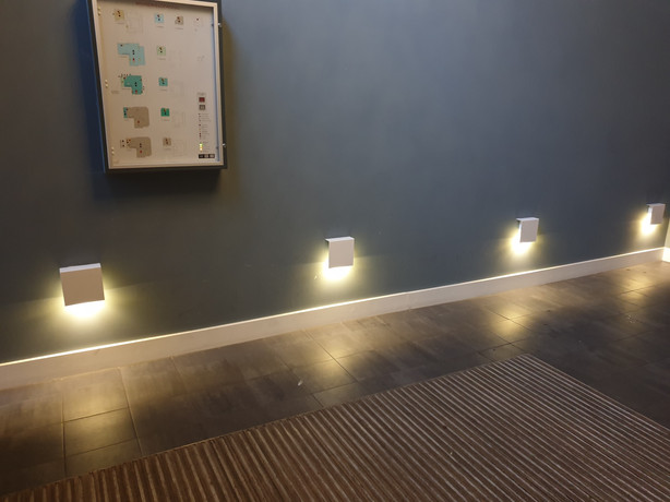 Wandlampen vastzetten