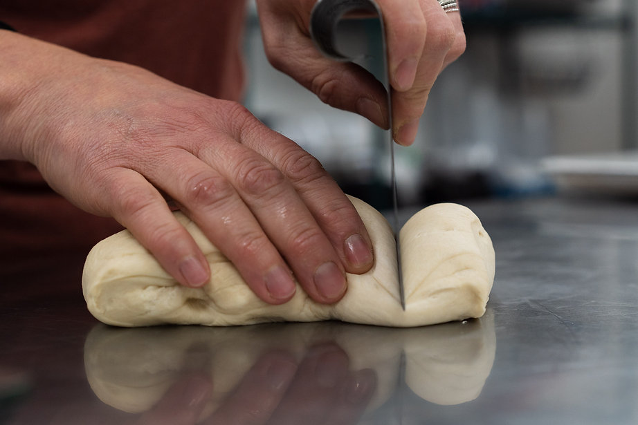 _7S21038-2020-02-07-Web-HandDough.jpg
