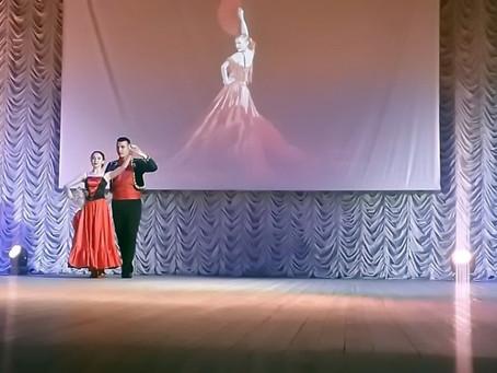 """Отчетный концерт образцового ансамбля бального танца """"Диссе""""."""