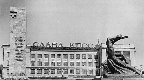 480px-Мемориал__Победа__в_городе_Красный