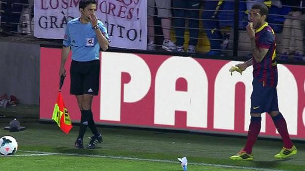 esporte-futebol-racismo-daniel-alves-barcelona-villareal-20140427-001-size-598.j