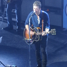 Noel Gallagher Gibson J-200