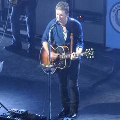 Noel Gallagher Gibson J-150