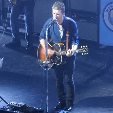 Noel Gallagher Live with Gibson J-200