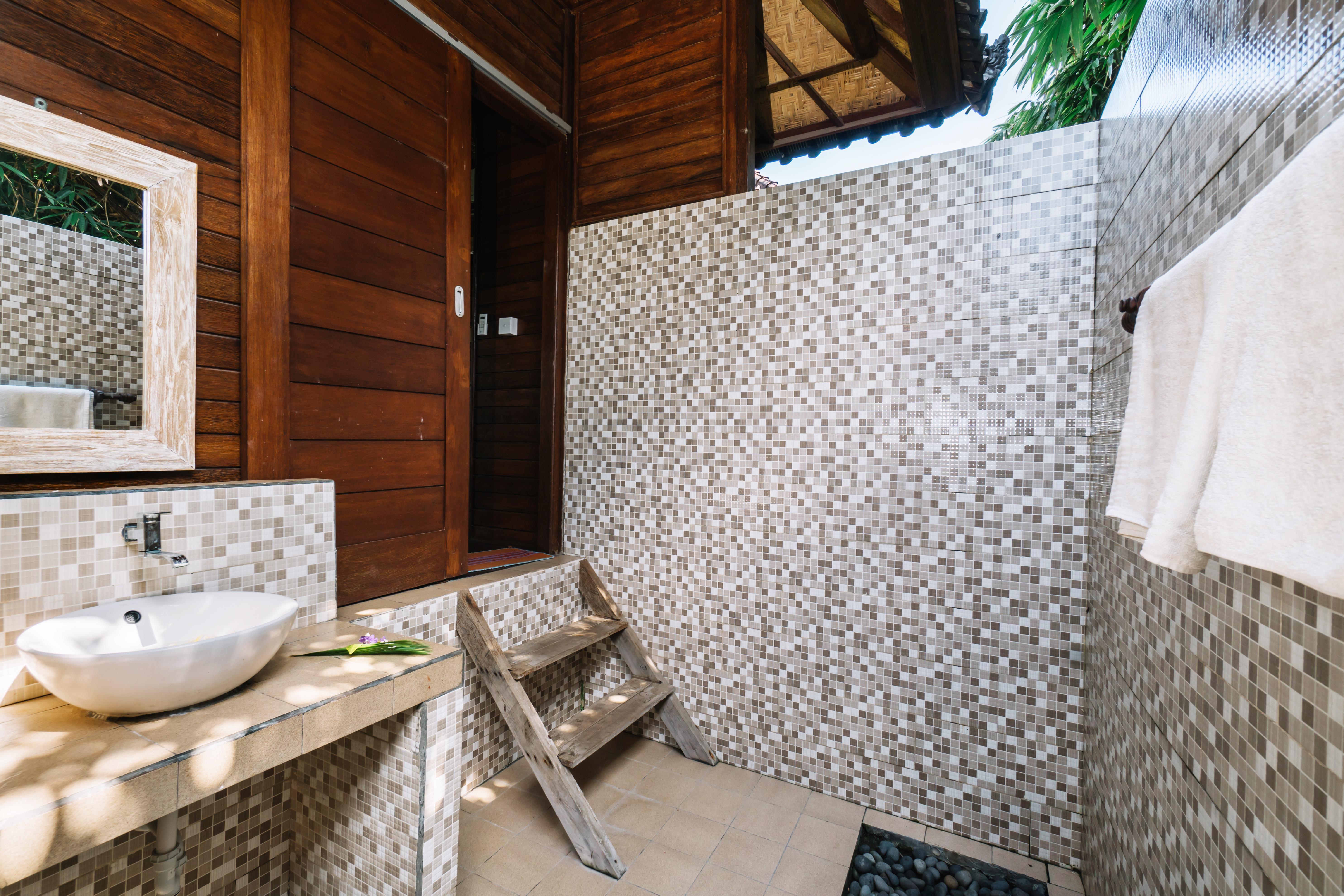 The Cozy Villa Bathroom (1)