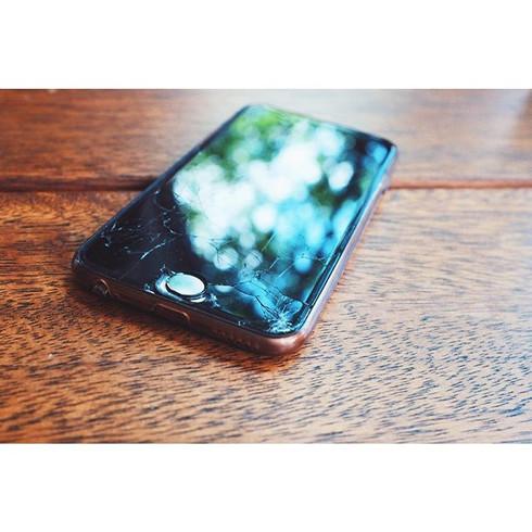 I broke my phone...📱 but it's still pre