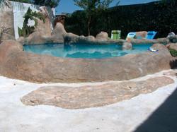 piscine con rocce artificiali3