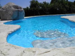 piscine con rocce artificiali11