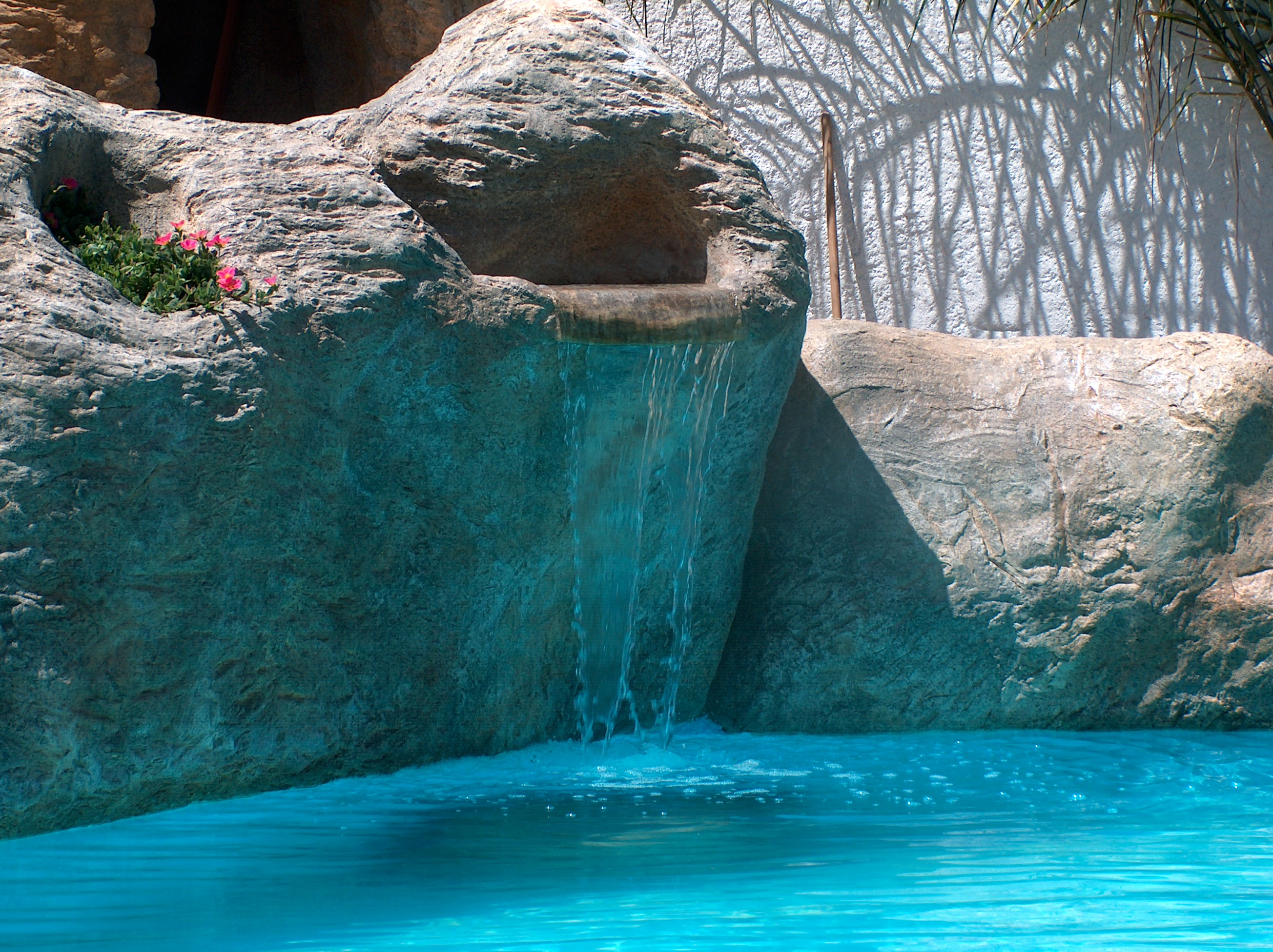 piscine con rocce artificiali5