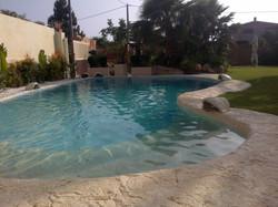 piscina con roccia cascata3