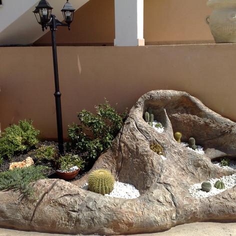 fioriera in roccia artificiale.jpg