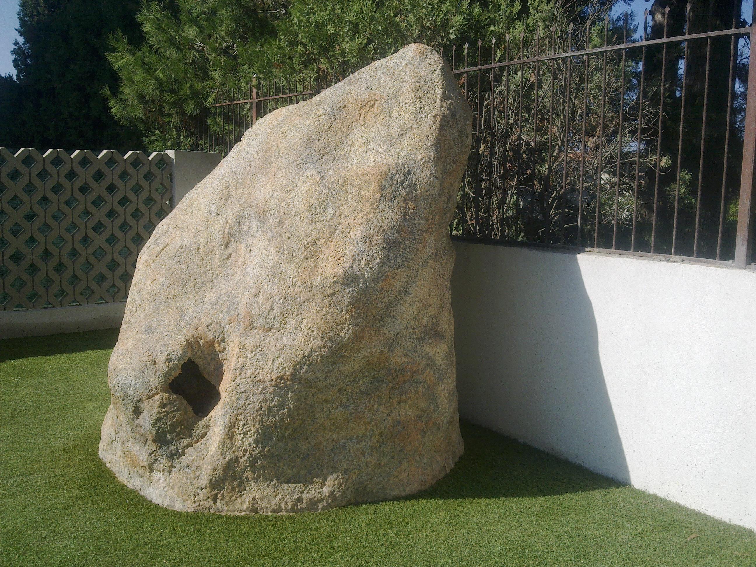 vano tecnico in roccia artificiale2