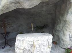 riproduzione grotta di Lourdes Madonna in roccia artificiale 2
