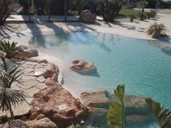 piscina con spiaggia8