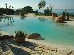 piscina con spiaggia2