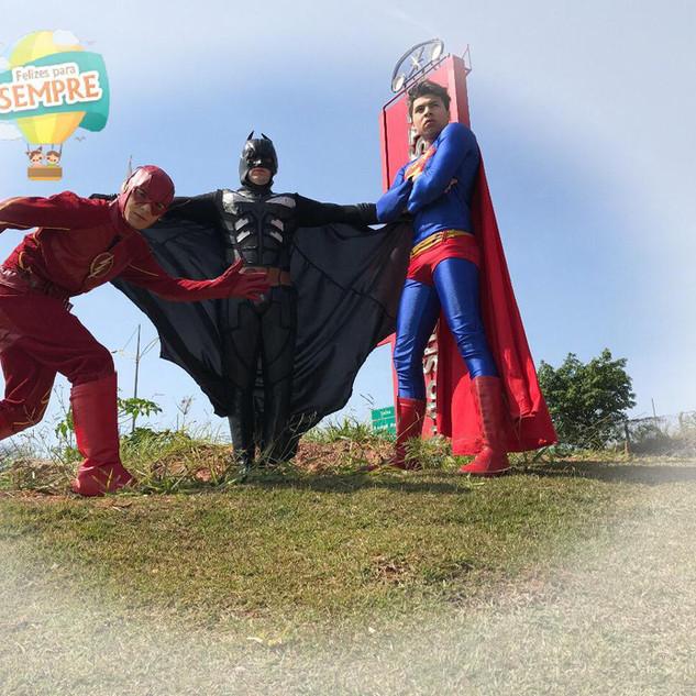 Flash, Batman, Super Homem
