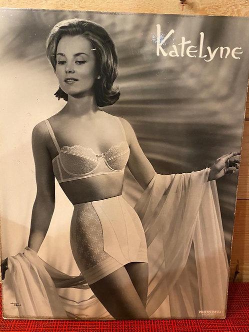 Oude kartonnen reclameplaat Katelyne lingerie  nr 6