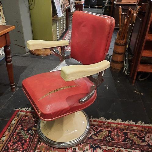 Oude Kappersstoel rood