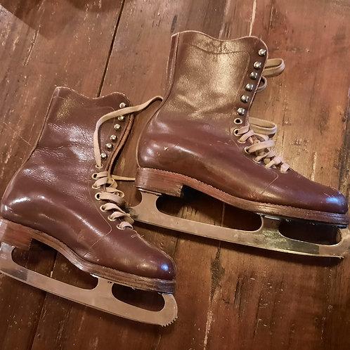 Oude Heren schaatsen met leren schoen. John Wilson
